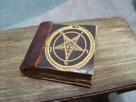book - Gold pentacle